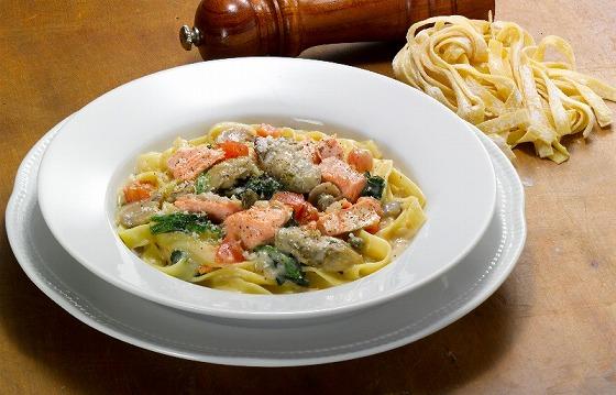 銀鮭と蒸し牡蠣のフェットチーネ.jpg
